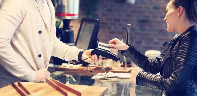 luottokortilla maksaminen